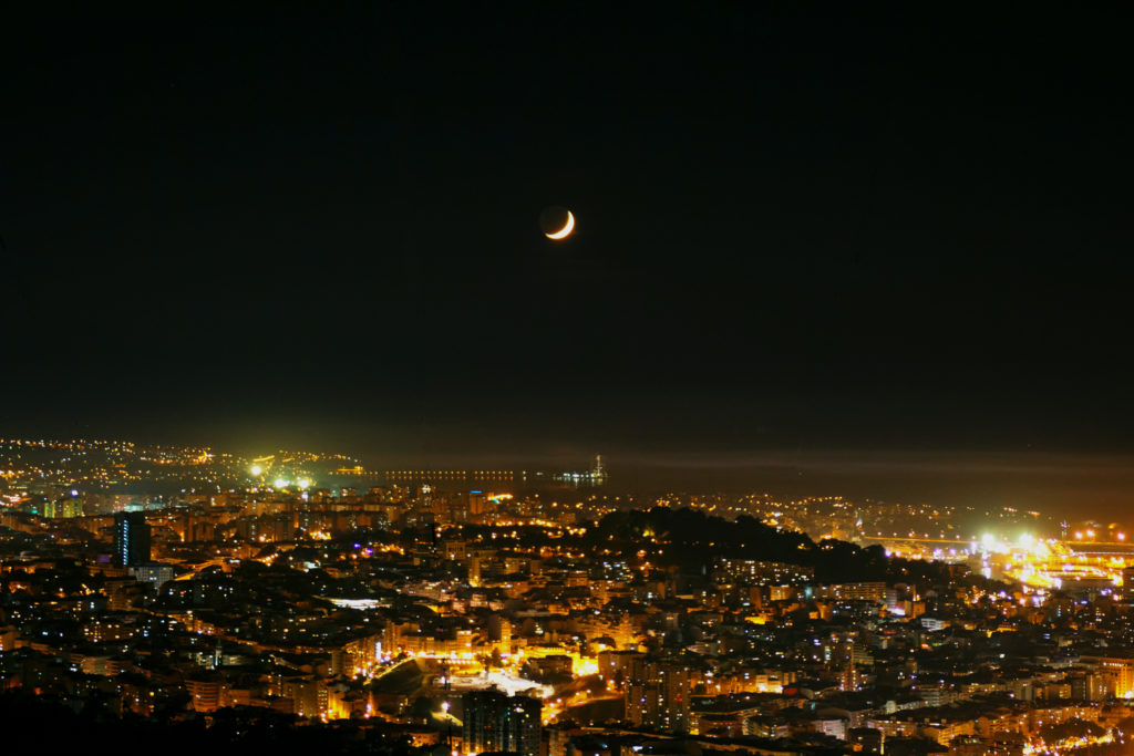 Lua Crecente sobre a Cidade de Vigo