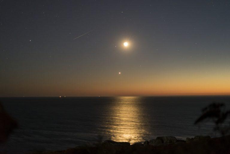 Lúa, Venus e perseida desde Sálvora de Ángel Arós