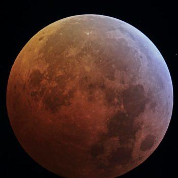 Lúa eclipsada