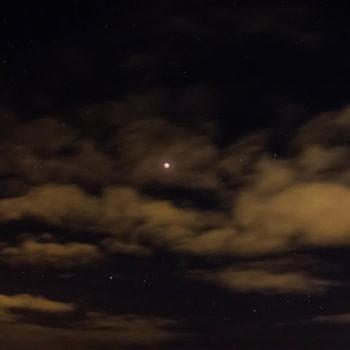 Eclipse entre nubes